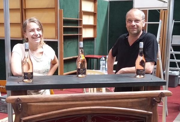 Olivier et Célia Mossiat au montage du stand à Libramont